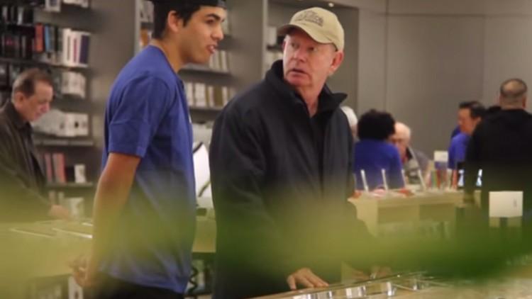 Apple Store'da Microsoft Tabletleri Öneren Gençler!